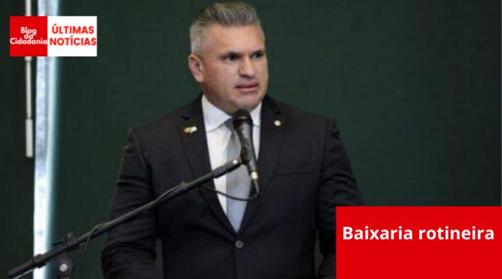 Resultado de imagem para Ex-aliado de Bolsonaro manda Carluxo tomar #@&!!%
